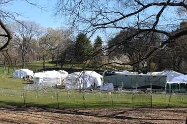 El hospital de campaña en Central Park está preparado para recibir a un total de 68 pacientes; medio centenar de médicos y enfermeros trabajan allí