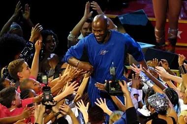 La noche del 16 de abril de 2003 fue la última de Michael Jordan en la NBA; se cerró una carrera poco menos que inigualable, de 6 campeonatos, 11 premios MVP y 30,1 puntos de promedio, entre otras estadísticas imponentes.