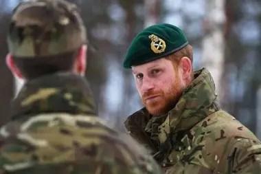 El príncipe Harry sirvió durante diez años en el ejército de su país y admitió que extraña la camaradería de sus colegas.