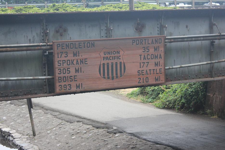 Multnomah Waterfall Distance Sign
