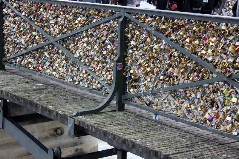 pont de arts bridge love locks in Paris