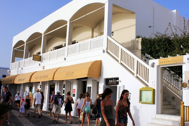 Assyrtico Restaurant Overlooking Santorini Caldera