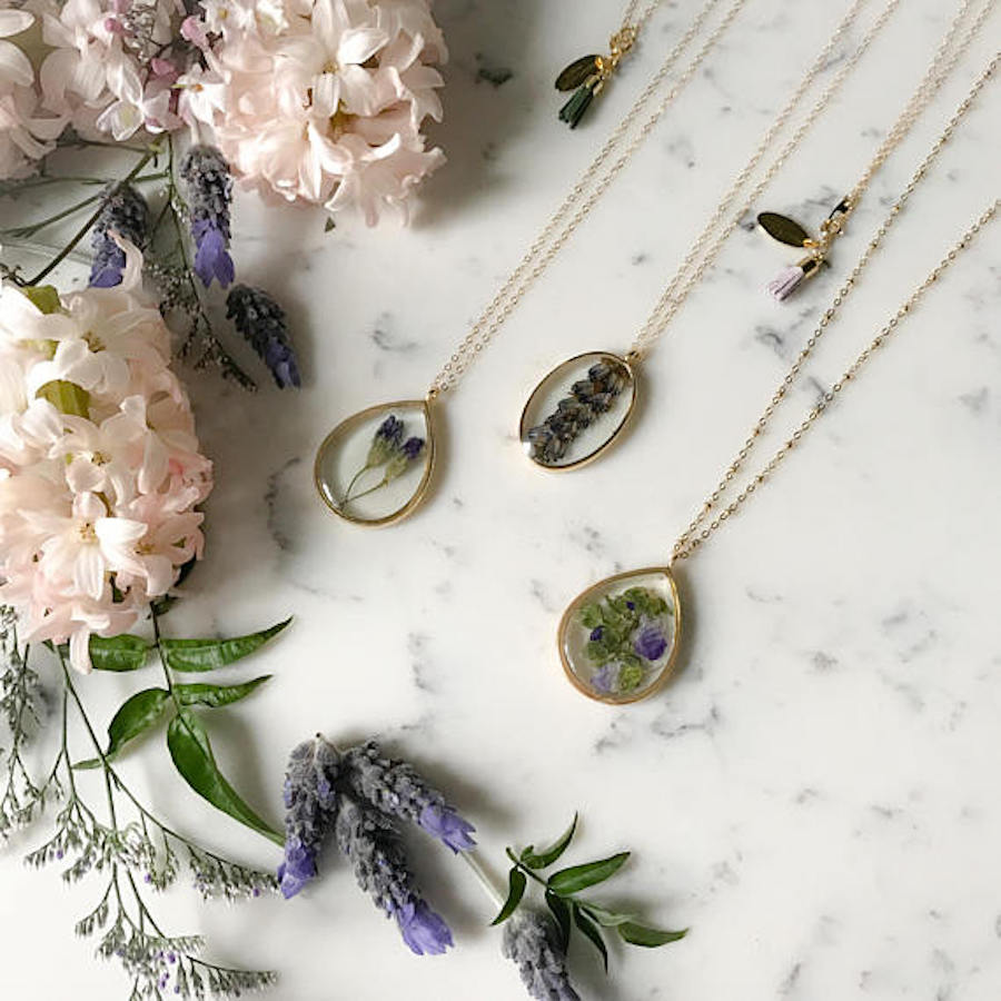 Travel Inspired Jewelry: Pressed Flower Necklace