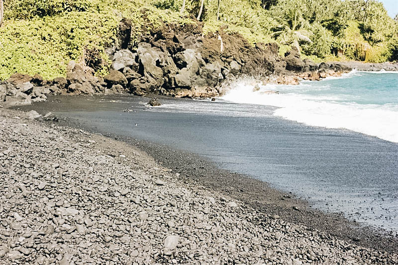 Wai'anapanapa Black Sand Beach in Maui