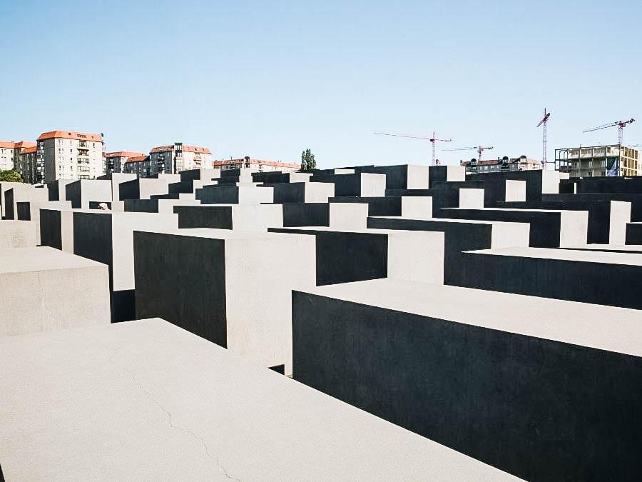 tombs at Oregon Holocaust Memorial