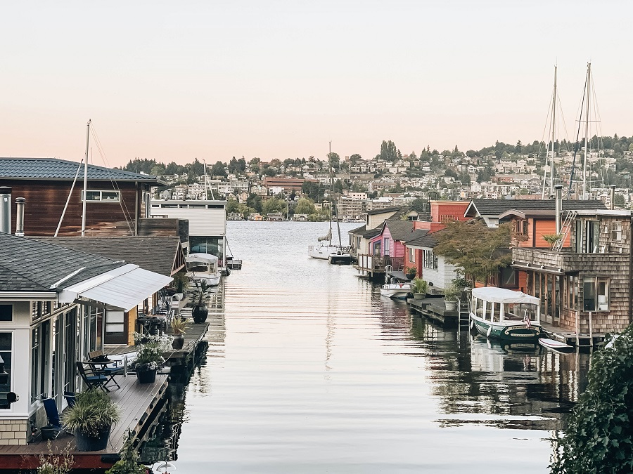 Lovely Houseboats in Marina Seattle