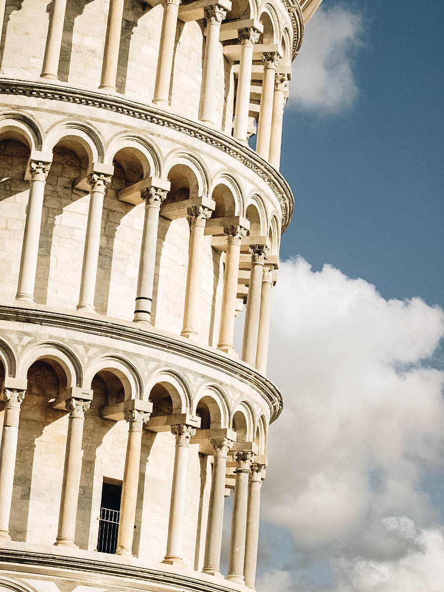 Leaning Tower of Pisa zoomed