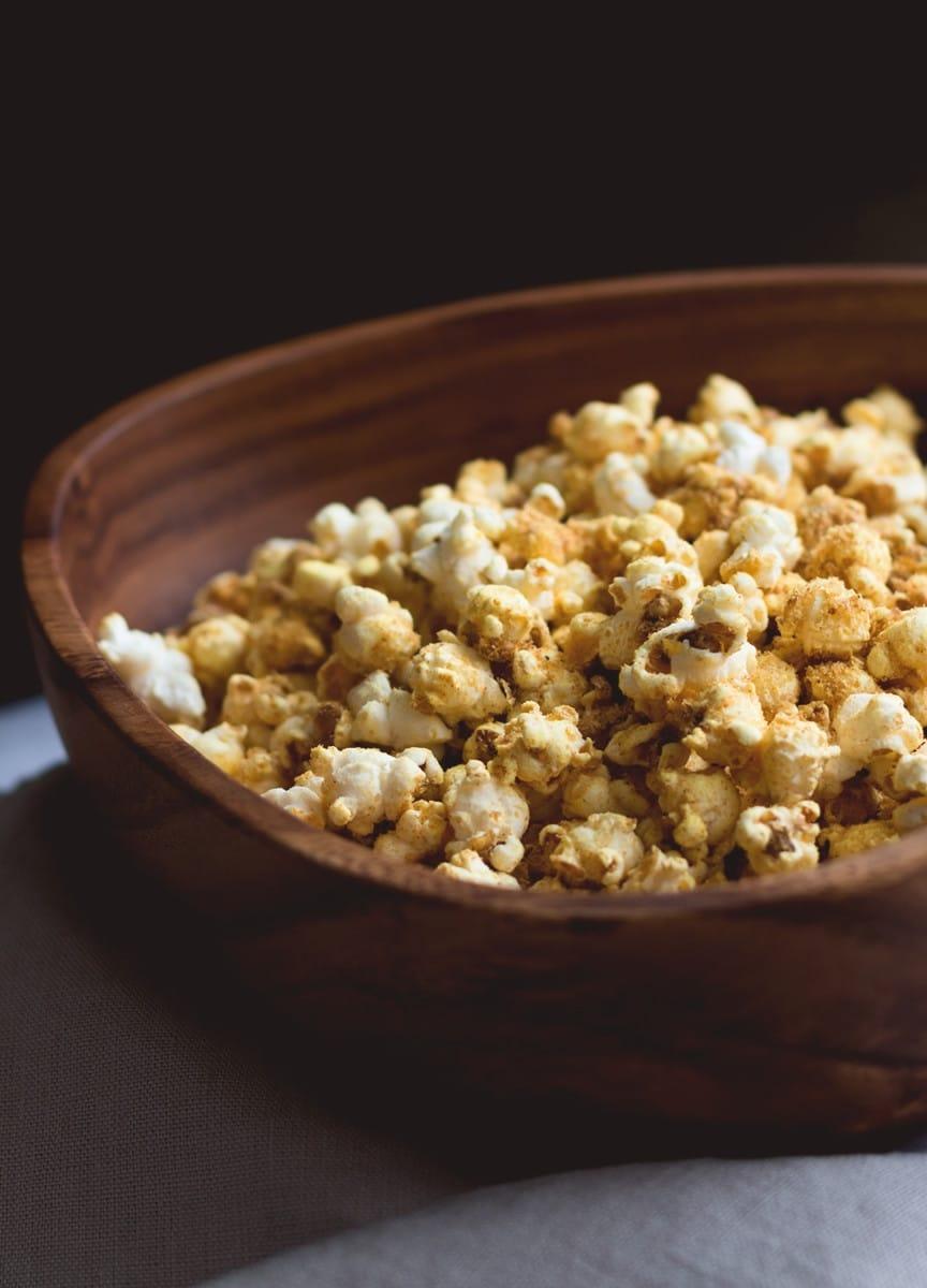cheesy-vegan-popcorn-5