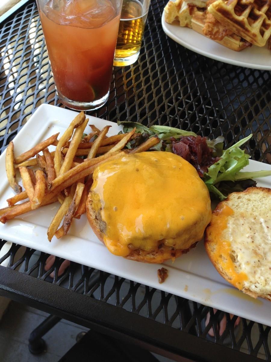 burger, fork