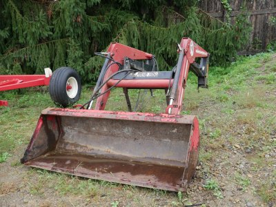 Bucket attachment for tractor
