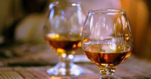tasting-whiskey-social