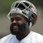 Bucs O-line coach believes Donovan Smith could become a top notch tackle.