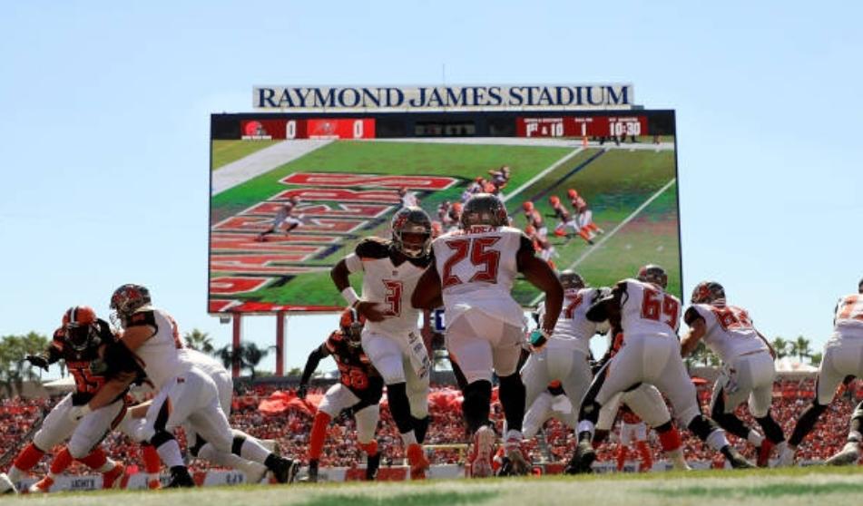 8165b0b3 Tampa Bay's defense will be under the spotlight Friday - Bucs Report