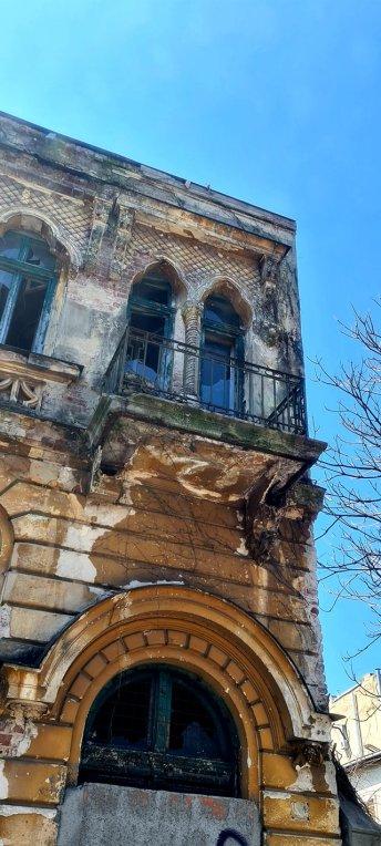 Palatul Luigi Cazzavillan își urlă mut disperarea pe Str. Temișana la nr.2-4. 65