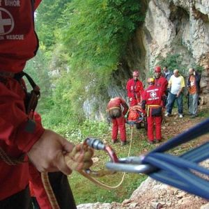 Familie din Bucuresti SALVATA in ultima clipa de salvamontisti! Ramasesera blocati in Muntii Bucegi!