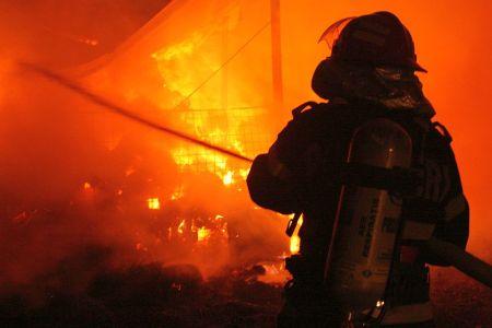 Incendiu intr-un apartament din Sectorul 6! Intr-o camera se afla o persoana paralizata