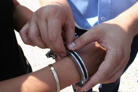 Barbat arestat intr-un supermarket din Sectorul 1 dupa ce a spart o sticla de vin de pe raft apoi tot el a facut scandal!