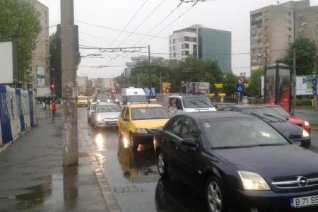 Cod galben de ploi torentiale peste Bucuresti!