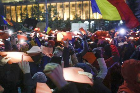 Liviu Dragnea, intampinat cu proteste in fata Inaltei Curti, unde incepe procesul generalului Oprea!