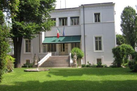 Statul italian vinde, la licitatie, un parc public din centrul Bucurestiului!