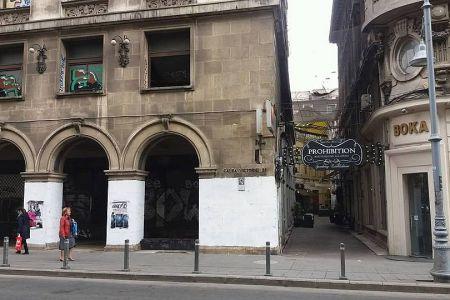 Monument istoric din centrul Bucurestiului, aflat in proprietatea Primariei Capitalei, VARUIT ca ultima cocioaba!