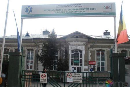 Medicii din Bucuresti fac tot posibiliul pentru a-i salva viata copilului cazut ieri intr-un put, in Teleorman! Starea lui e critica!