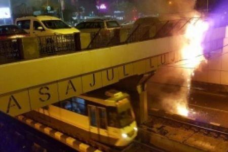 Incendiu in Pasajul Lujerului din Militari! Focul a pornit de la firele vechi de tramvai!