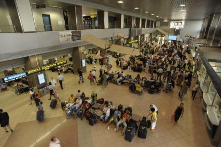 Politistii de pe Aeroportul Otopeni au pierdut un cetatean pakistanez