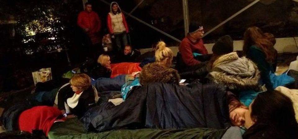 Ambasadorul Marii Britanii la Bucuresti doarme in aceasta noapte pe jos, pe strada!