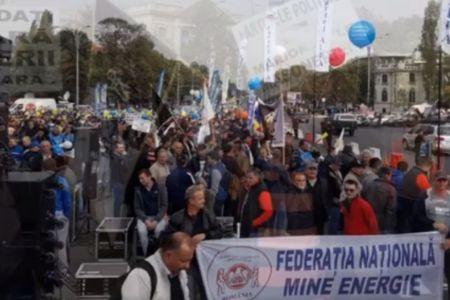 VIDEO – Proteste masive de strada impotriva Guvernului! Centrul Bucurestiului este blocat de sindicate!