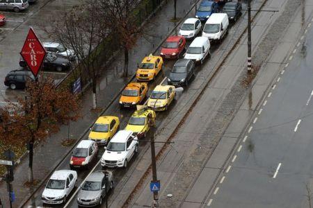 Ocoliti Bulevardul Barbu Vacarescu: Trafic blocat din cauza unei avarii la reteaua de apa!