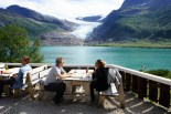 We stopped for a small lunch at the cabin café overlooking the glacier