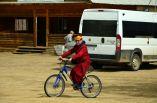 Лама-велосипедист