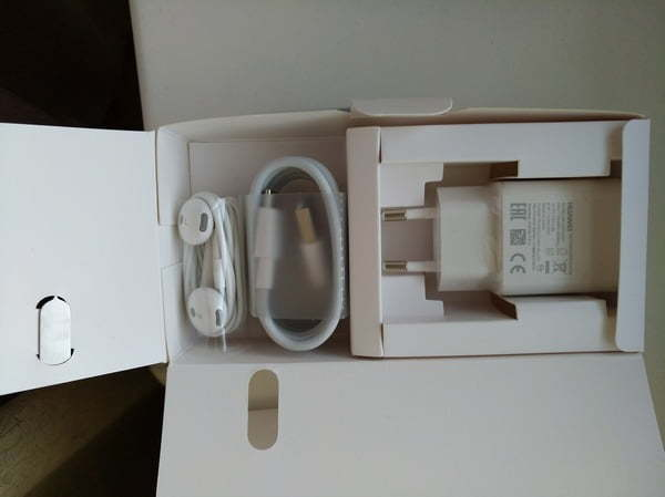 Huawei Nova - комплектация