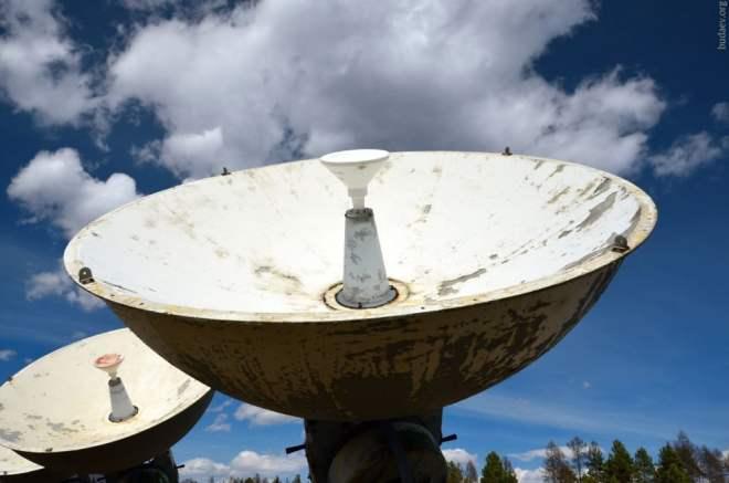 Параболическая антенна солнечной обсерватории в Бадарах