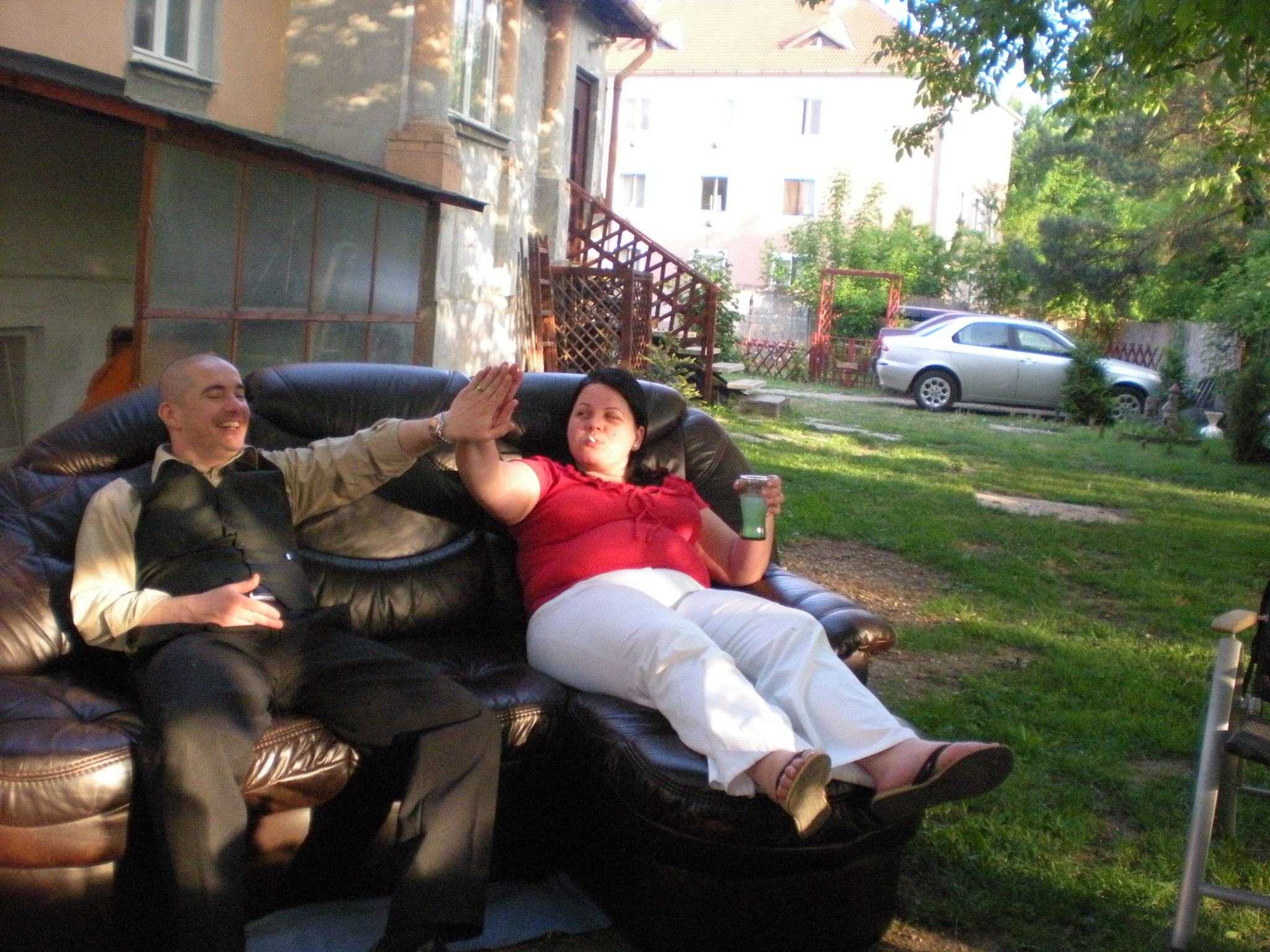 Somehow Zsolt and Andi managed to carry the leather couch from the house to the grass