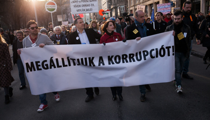 Hungarians demonstrate against corruption by the Orban government