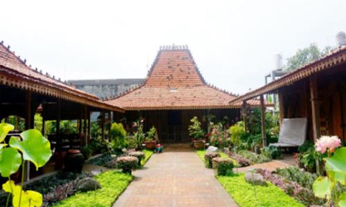 model rumah adat jawa tengah diambil dari bangunan
