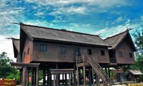 sketsa rumah adat Kalimantan Timur