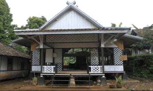 manfaat dan kegunaan rumah adat jawa barat
