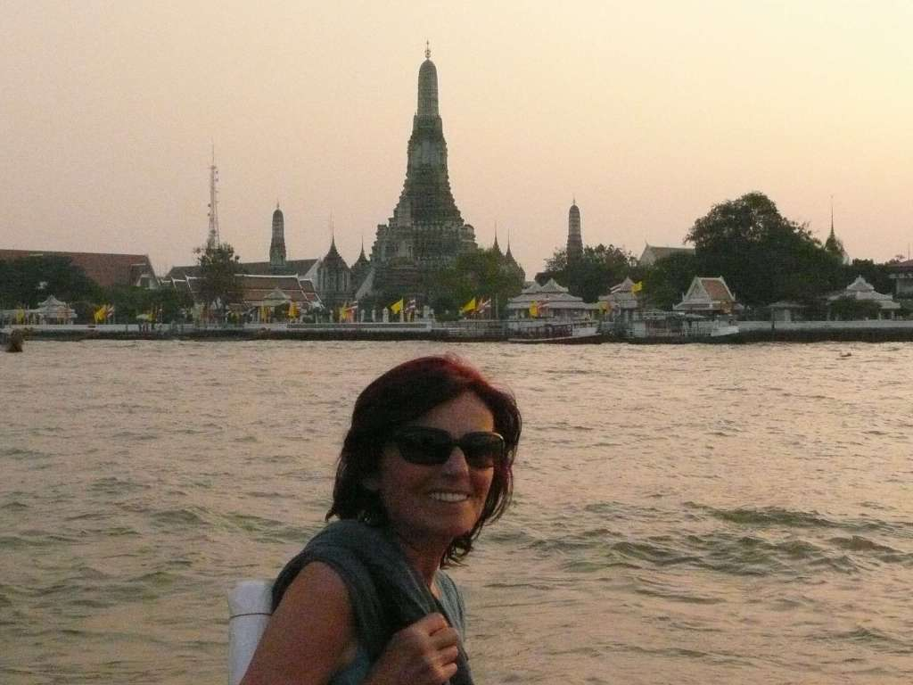 "Anasha in front of ""Wat ARUN"" in Thailand... the Temple of Dawn"