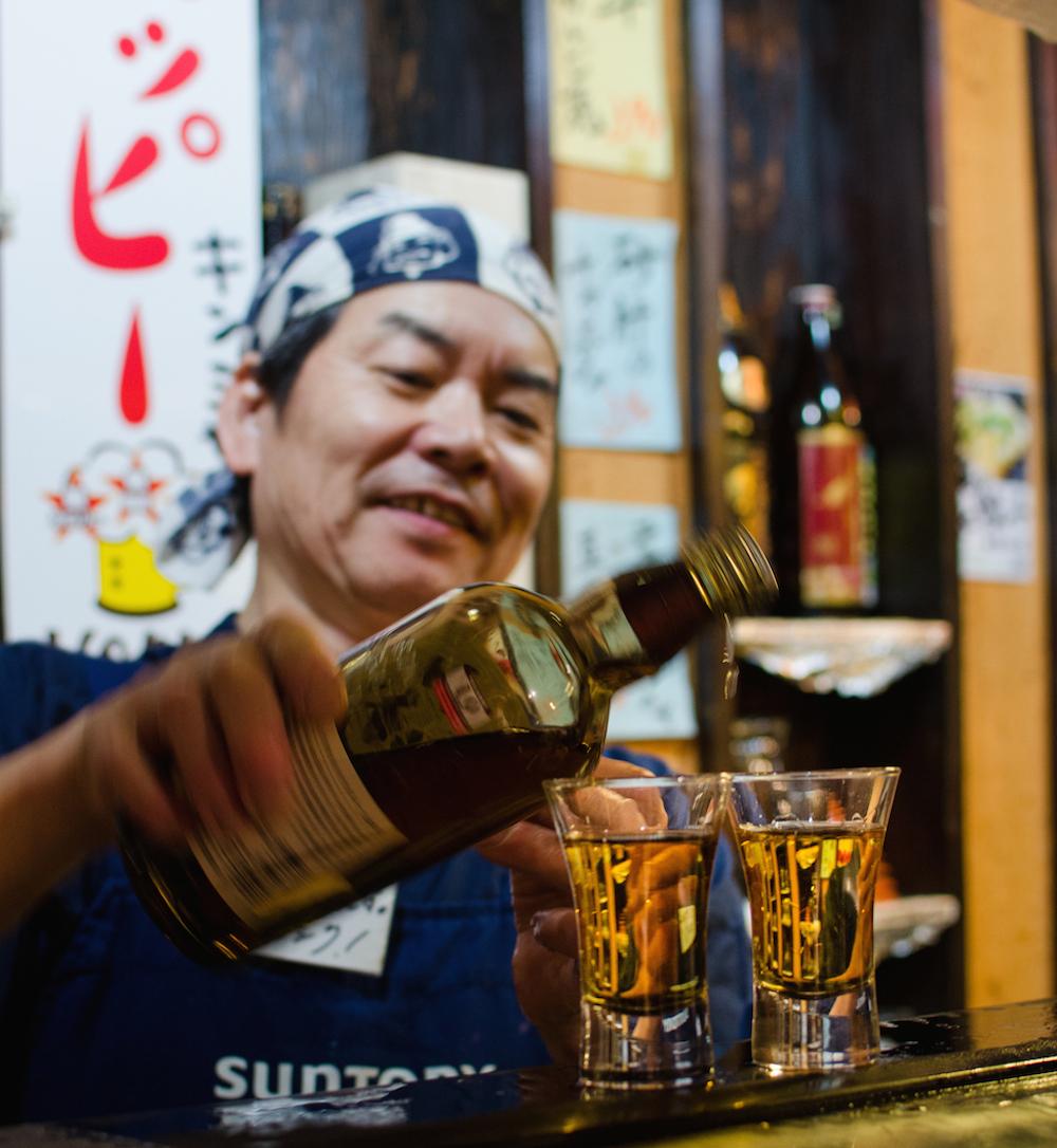 drinking-yamazaki-suntory-tokyo-shinjuku-omoide-where-to-go-sushi-buddha-drinks-fanta