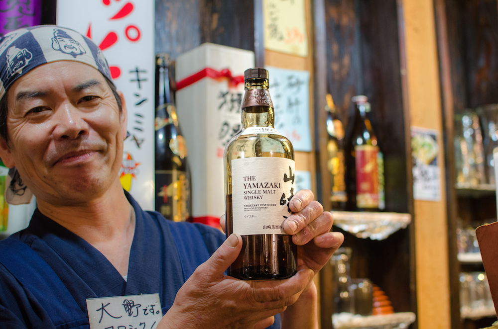 yamazaki-whiskey-on-omoide-yokocho-tokyo-japan-cocktails-chandeliers-yakatori-shinjuku-tourists-izakayas-travel-buddha-drinks-fanta-1306