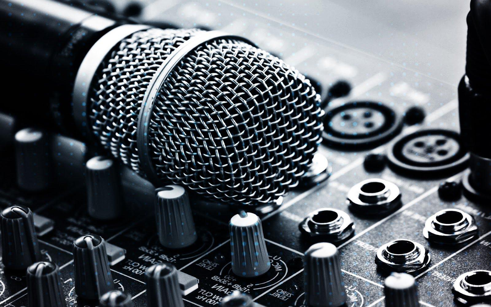 sa_1633425951_microphone hire 1