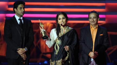 Vidya Balan receiving award for Best Actress for her movie- Kahaani.