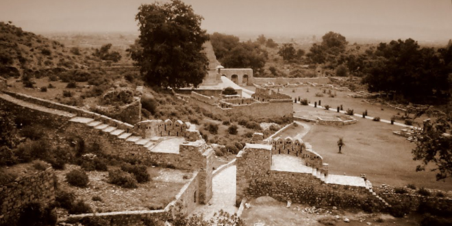 Mystery behind India's most Haunted Place, Bhangarh!