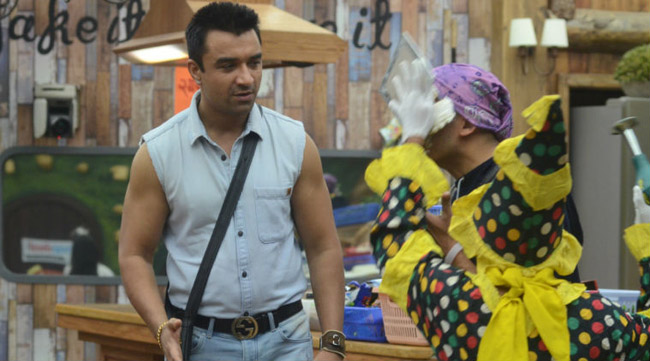 Ajaz Khan thrown out of Bigg Boss 8 Halla Bol for attacking on Ali Quli Mirza