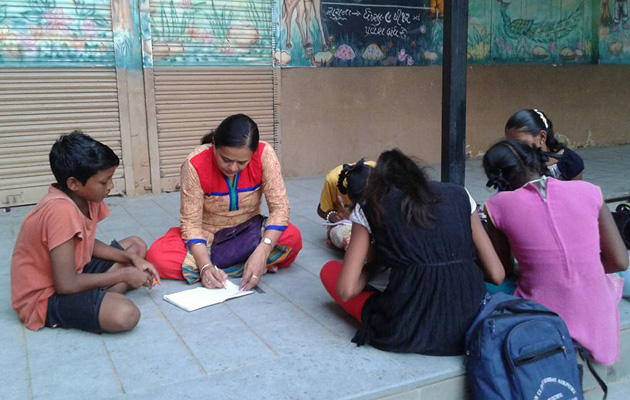 This Teacher from Surat teaches 1200 Students for Free