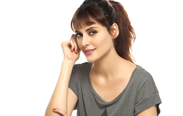 Here is why Mandana Karimi can win Bigg Boss 9!