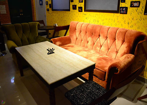 Couch FRIENDS themed Cafe opened in Kolkata!